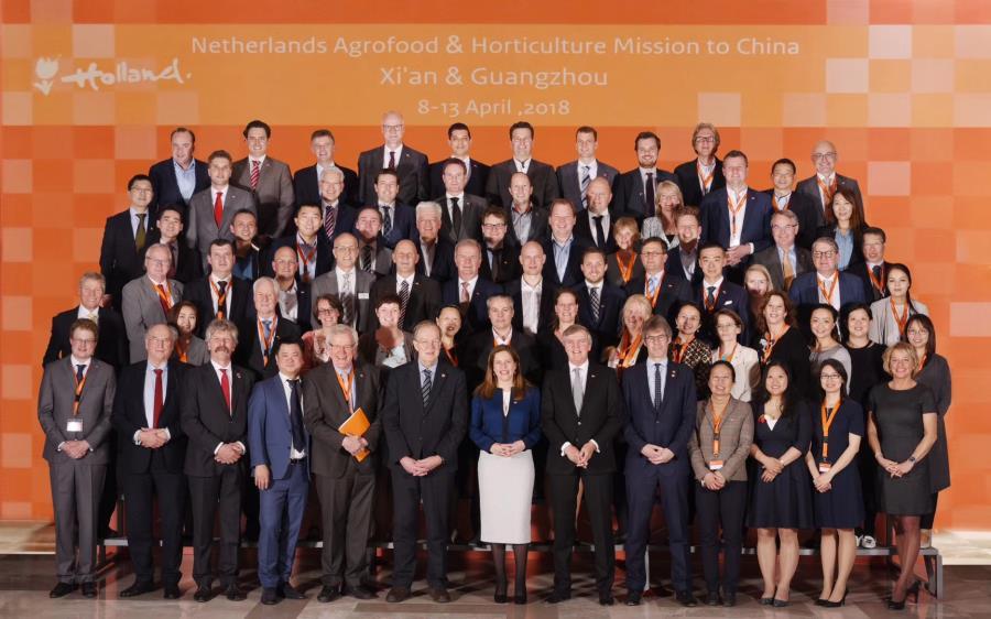 2018年中荷现代农业合作研讨会(西安)荷兰代表团成员合影.jpg
